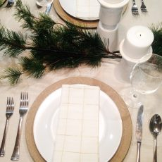 How to Set a Beautiful Christmas Dinner Table for Cheap!